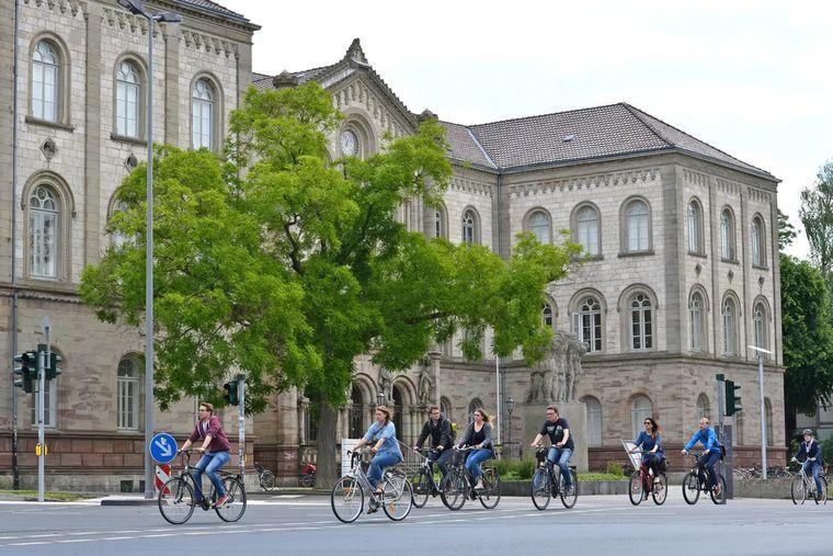 Mit dem Fahrrad könnt ihr auch Kunst außerhalb der Innenstadt entdecken
