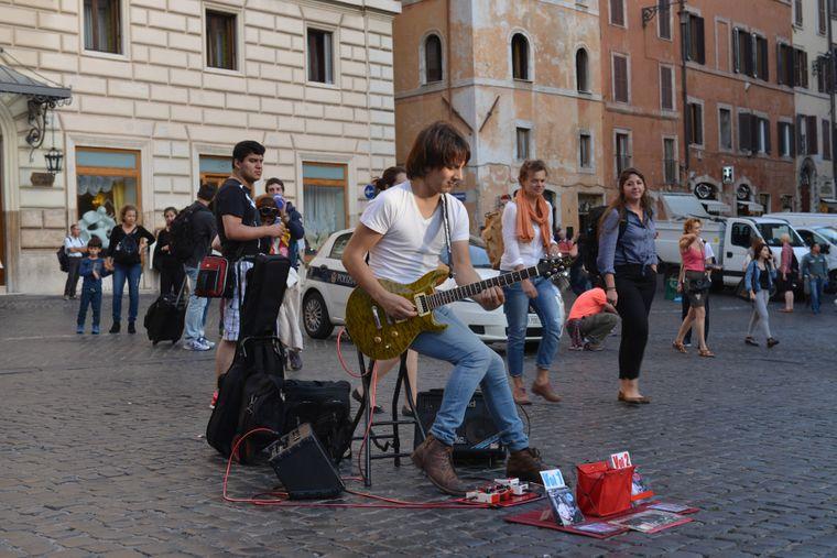 Das Singen und Musizieren an Sehenswürdigkeiten ist in Rom untersagt.