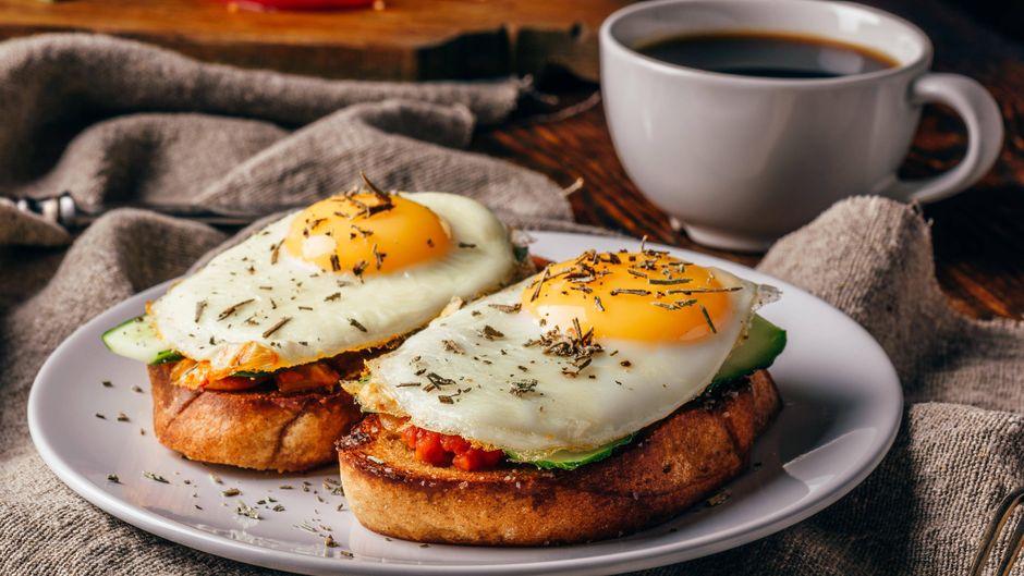 Für einen guten Start in deinen Urlaubstag: Der reisereporter verrät dir, wo du in Kiel richtig lecker frühstücken kannst!