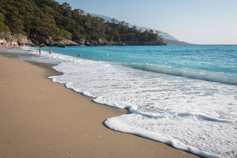 Der Patara Beach in Antalya lockt jedes Jahr tausende Sonnenhungrige an.