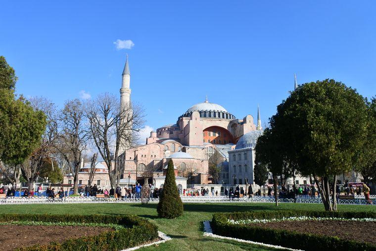 Blick auf die Hagia Sophia. Ehemalige byzantinische Kirche, später Moschee, heute Museum.