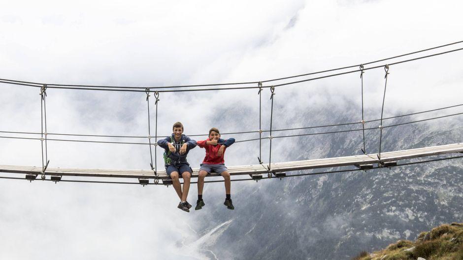 Die Hängebrücke an der Olpererhütte ist das Ziel vieler Wanderer.