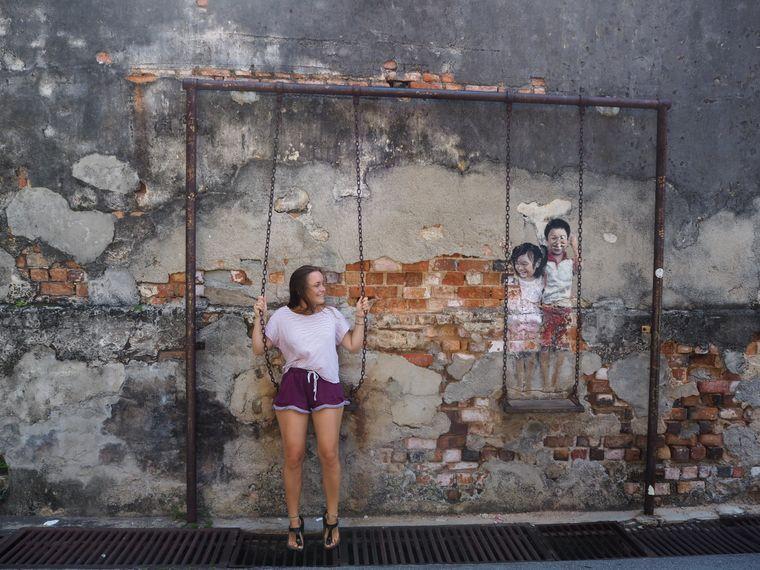 Für Reisende wie die Kölnerin Gina Hollmann lohnt sich der Besuch von Geroge Town auf Penang allein wegen der Streetart.