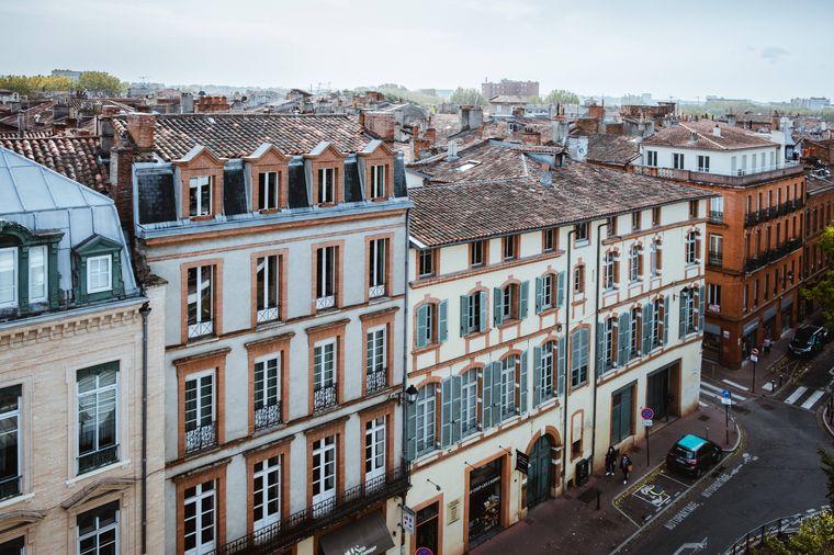 Bonjour! Frankreich hat die romantischste Hauptstadt Paris, raue Küstengebiete am Atlantik und idyllische Weinberge – was will man mehr?!