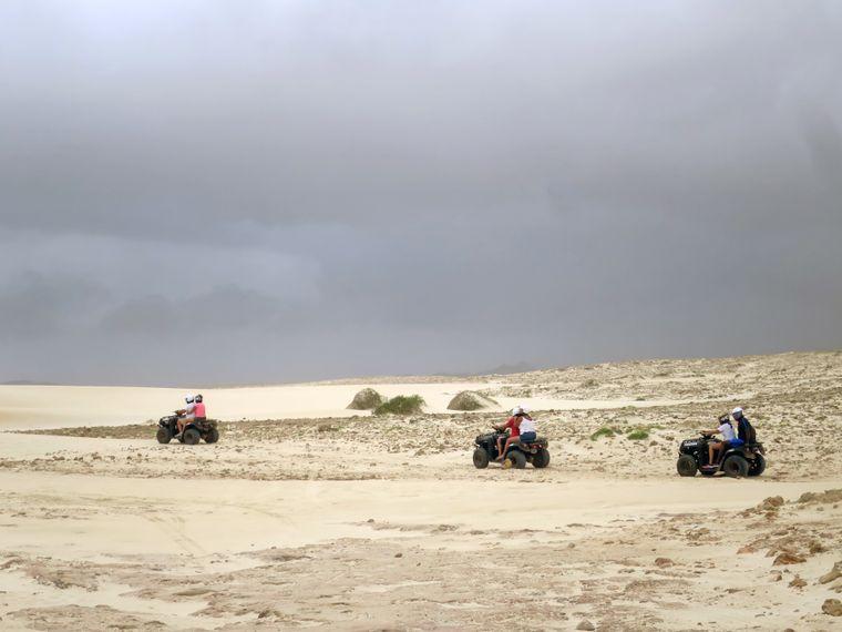 Quats im Sand der Kapverden