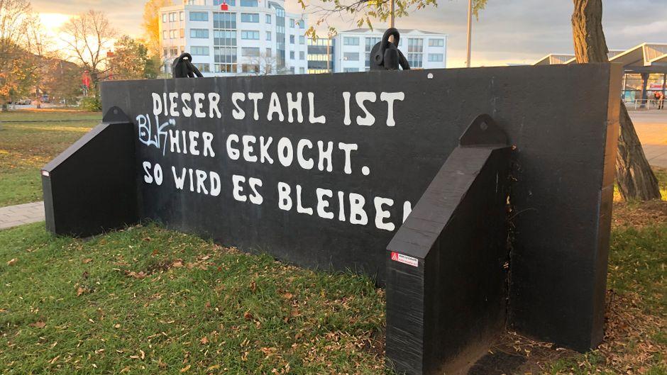 Spruch im Eisenhüttenkombinat Ost.