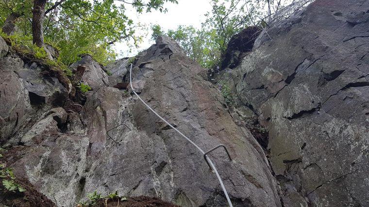 Ein örtlicher Veranstalter von Klettertouren vergleicht die Via Ferrata Luzicka spojka mit einem alpinen Klettersteig – sie ist also eher nicht für Anfänger geeignet.