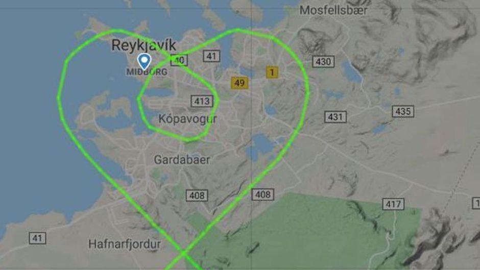 Die Piloten von Icelandair malten mit der Boeing 767 vor der Landung ein Herz in den Himmel über Island.