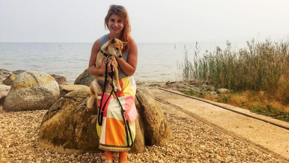Carline Mohr (33) und ihre Hündin Rio. Wieder nicht im Bild: Bulli Bruno.