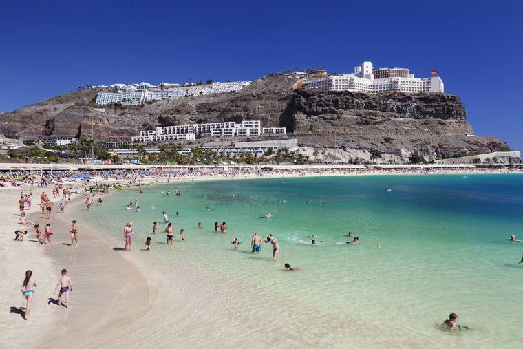 Playa de los Amadores auf Gran Canaria.