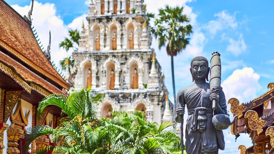 Tempel in Thailand – gucken ist erlaubt, E-Zigarette rauchen nicht.
