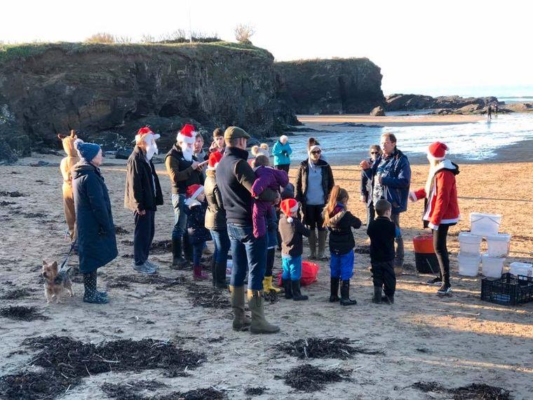 Pat hatte während der Beach Cleanups jede Menge Hilfe von Freunden und Verwandten.