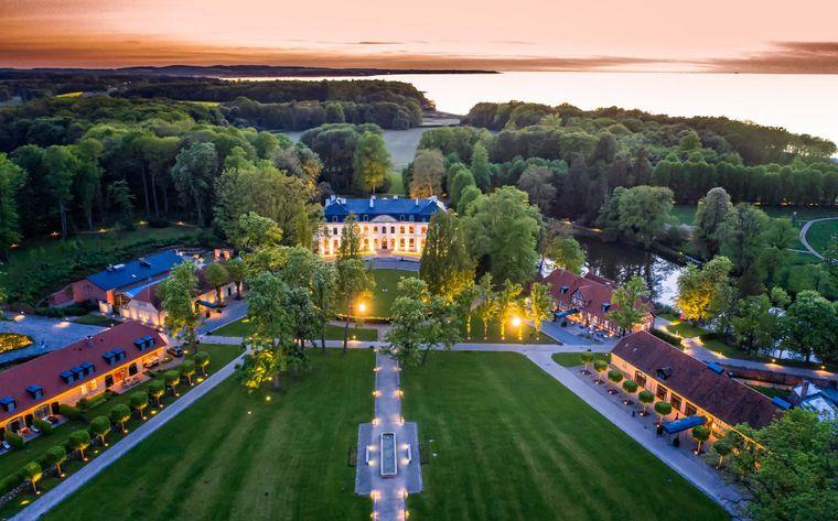 """Platz vier geht in diesem Ranking an das """"Weissenhaus Grand Village Resort & Spa"""" am Meer."""