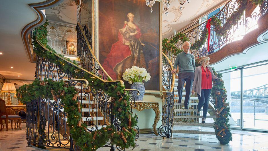 """Gäste auf dem Flusskreuzfahrtschiff """"S.S. Maria Theresa""""."""