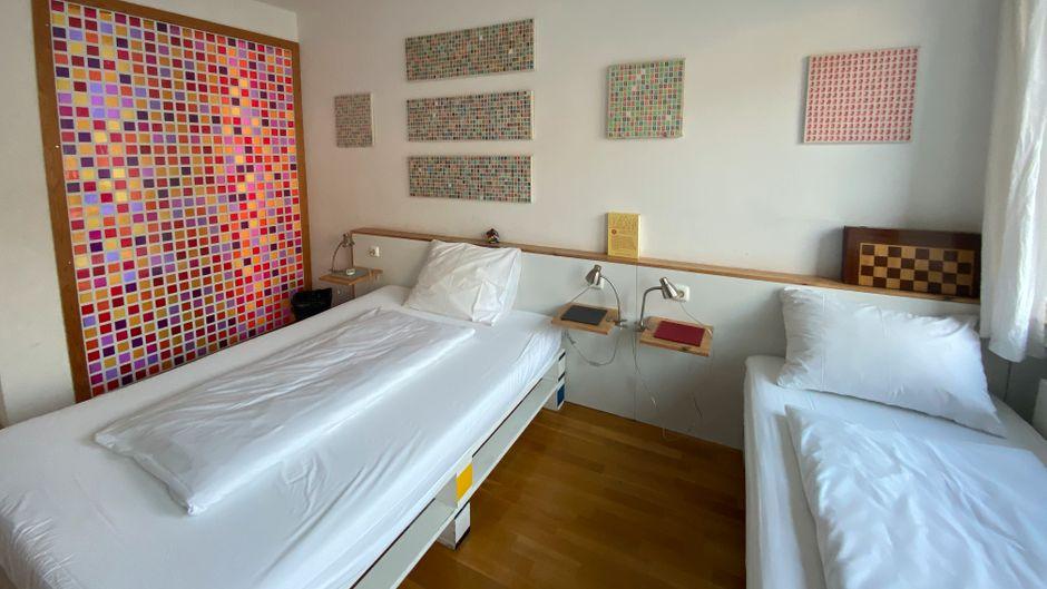 In der Wohngemeinschaft ist jedes Zimmer individuell eingerichtet und hat somit seine ganze eigene Note.