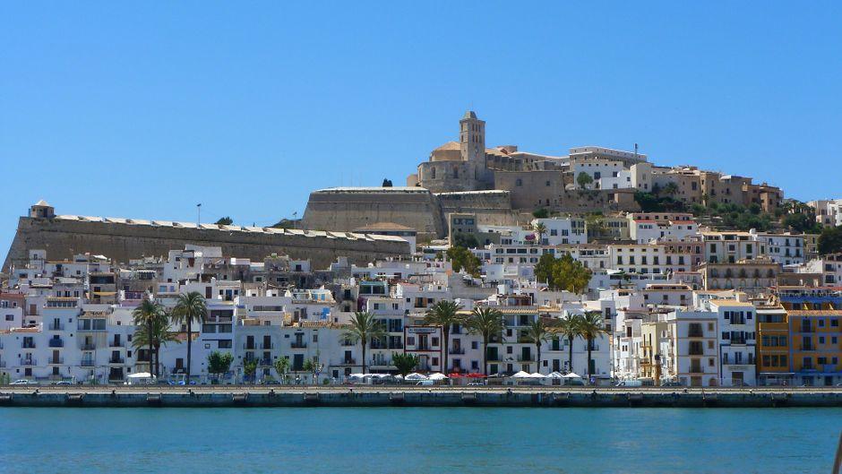 Ibiza bietet sowohl Party pur, als auch Erholung, wenn man danach sucht.