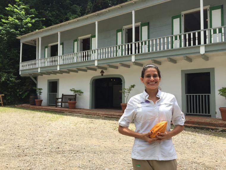 Alexandra Rodriguez Rodriguez im Freiluftmuseum Hacienda Buena Vista, Puerto Rico.