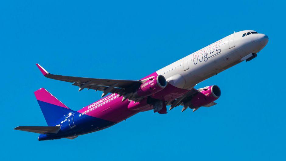Bei der Landung in Memmingen im Allgäu war ein Flugzeug der Airline Wizz Air vom Rollfeld abgekommen. (Symbolfoto)
