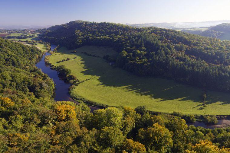 Blick über die Hügel des Wye Valleys in Wales-
