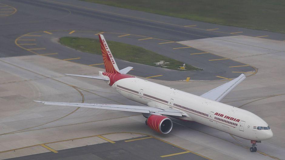 Weit kam der Dreamliner von Air India nicht. Auf dem Weg zur Startbahn entschied der Pilot anzuhalten und das Handy aus dem Flugzeug zu werfen. (Symbolfoto)