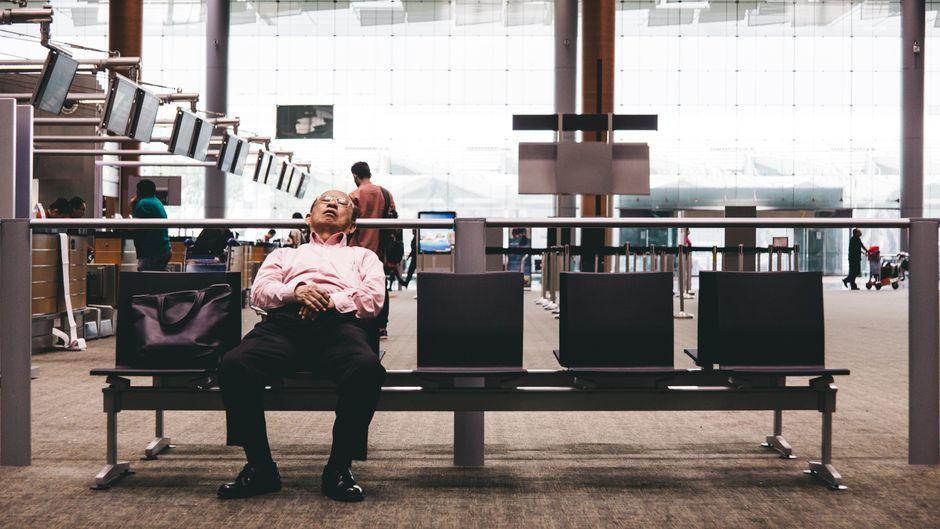 Bei Verspätungen von Flugzeugen kann die Wartezeit schon mal ins Unermessliche steigen. (Symbolfoto)