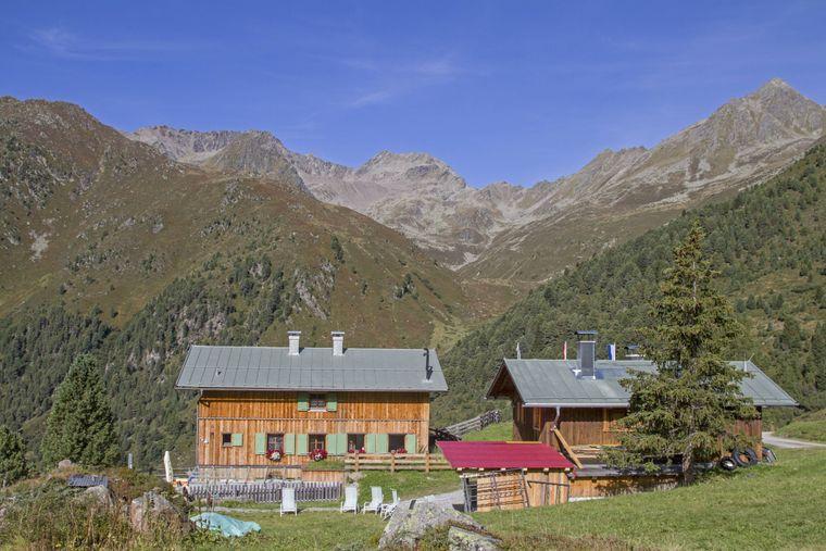 Die Schweinfurter Hütte ist eine Alpenvereinshütte in 2028 Meter Höhe in den Stubaier Alpen.