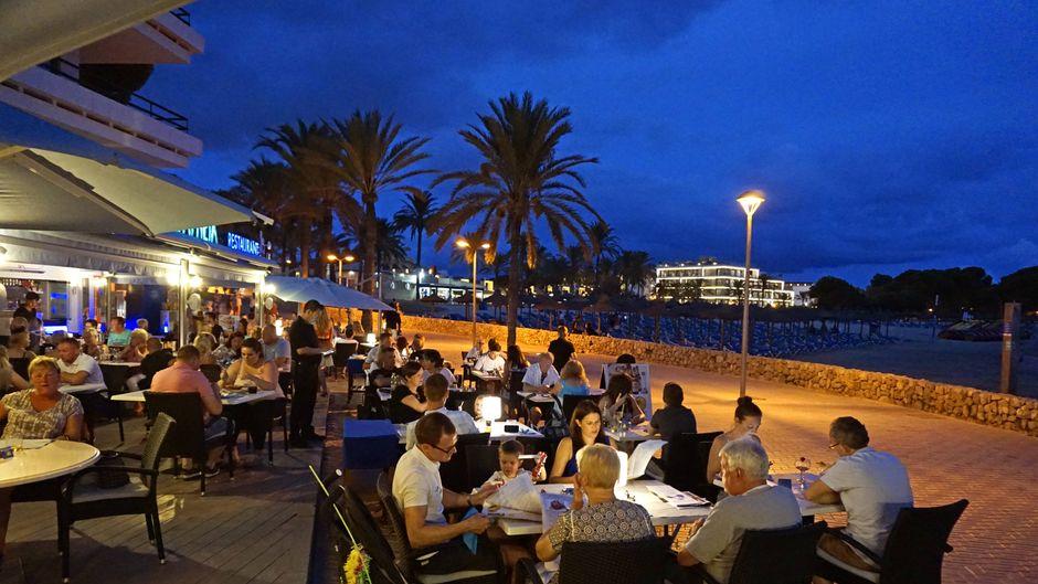 Zu einem gelungenen Urlaub gehört leckeres Essen. In Santa Ponsa kannst du es dir in zahlreichen Restaurants mit unterschiedlichster Küche schmecken lassen.