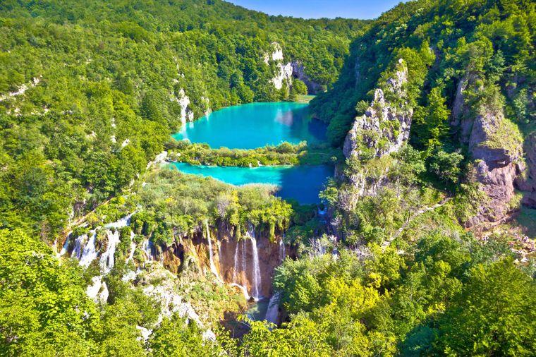 Der Naturpark Plitvicer Seen in Kroatien ist eine Unesco-Welterbestätte und eines der Highlights der Strecke.