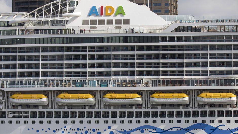 """Kreuzfahrtschiff """"Aida Perla"""" am Cruise Terminal in Rotterdam, Niederlande."""