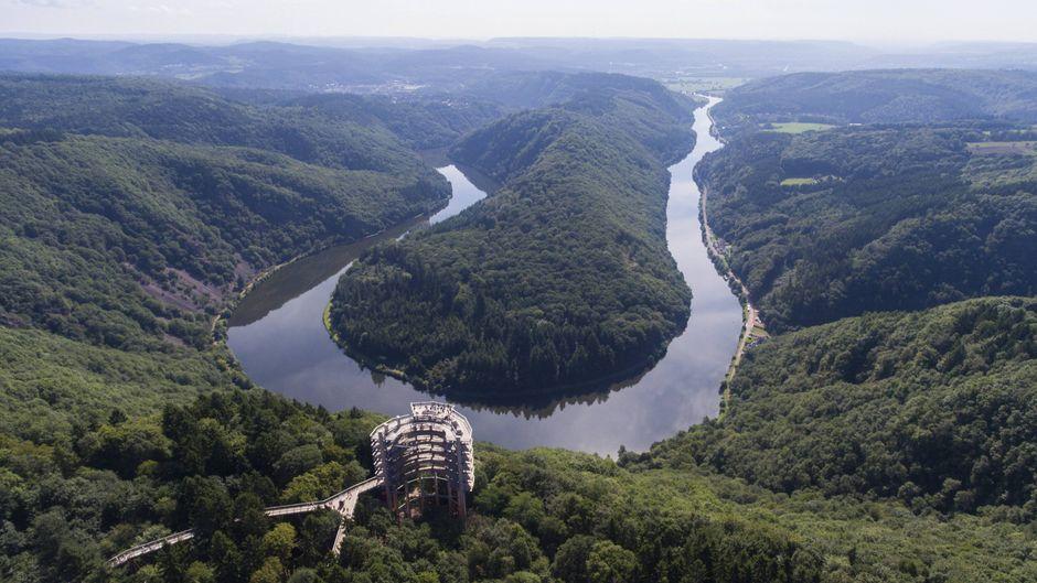 Die Saarschleife in Orscholz ist eine der wichtigsten Sehenswürdigkeiten und Naturdenkmäler in Deutschland.