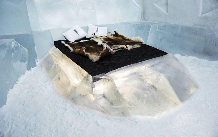 Schlafen auf Eis bei etwa minus fünf Grad im Icehotel in Jukkasjärvi.