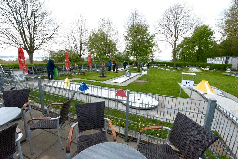 Dieser Minigolfplatz liegt direkt am Falkensteiner Strand.