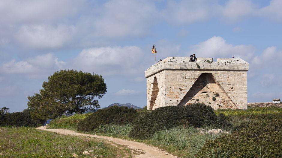Der Wehrturm aus dem 17. Jahrhundert bietet eine tolle Aussicht.