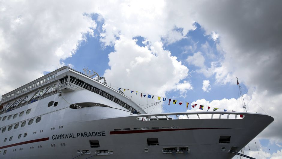 """Das Kreuzfahrtschiff """"Carnival Paradise"""" liegt im Hafen von Tampa, Kalifornien."""
