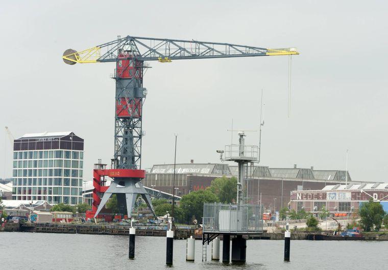 """Der Kran in Amsterdam wurde zum """"Faralda Crane Hotel"""" umgebaut."""