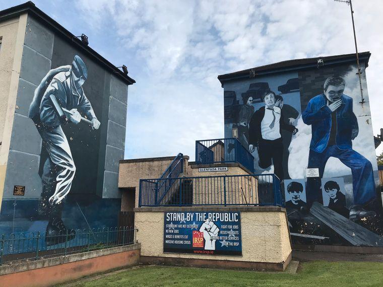 In dem katholischen Armenviertel Bogside in Derry-Londonderry gehören politische Wandmalereien zum Straßenbild.