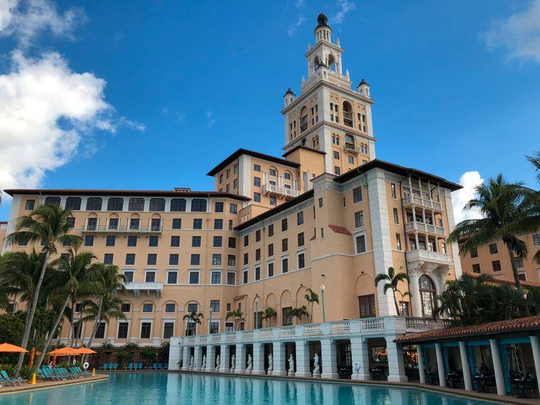 Das Biltmore Hotel in Coral Gables ist eines der ältesten Luxushotels der USA. Charakteristisch sind der 91 Meter hohe Art-déco-Turm und der riesige Pool.