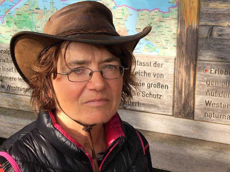 Wanderführerin Sylvia Juhnke führt seit knapp 20 Jahren Gäste durch den Nationalpark Vorpommersche Boddenlandschaft.