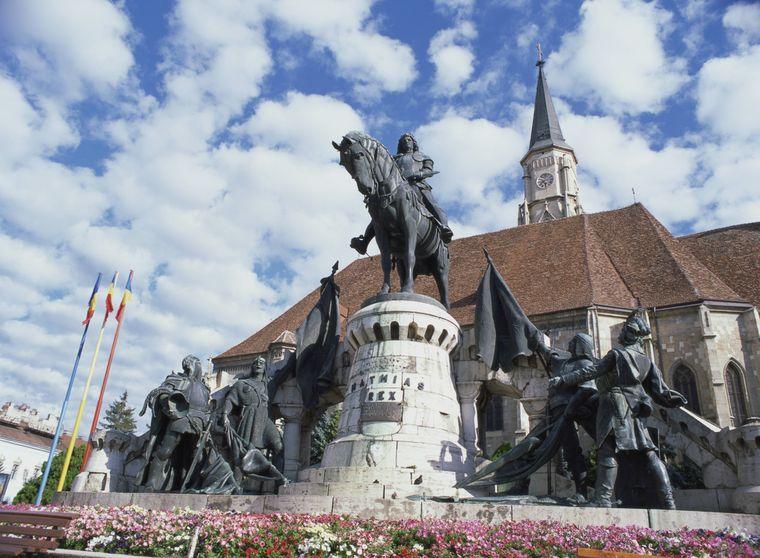 Reiterstatue von Mayas Corvinus auf der Piata Unirii in Cluj-Napoca, Rumänien