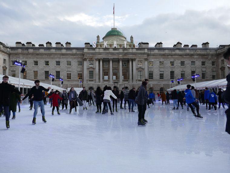 Die Eisbahn vor dem Somerset House ist besonders schön.