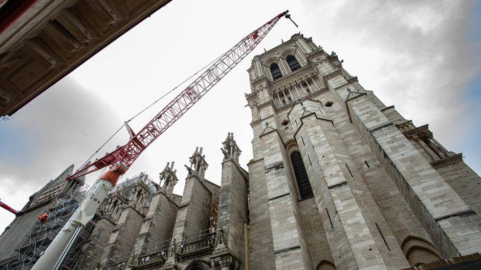 Wiederaufbau der 69 Meter hohen Türme der Notre-Dame.