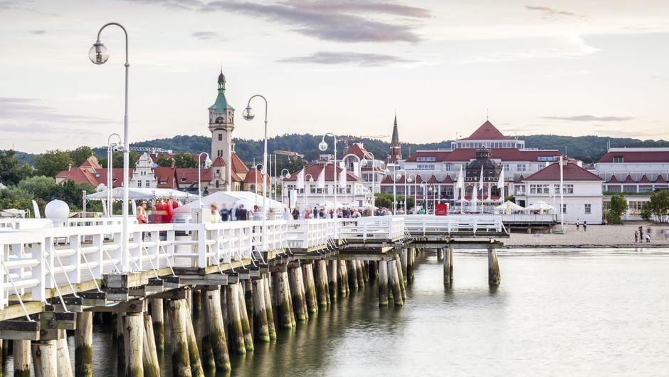 Die längste Holz-Seebrücke finden Urlauberinnen und Urlauber in Polen, genauer im Ostseebad Sopot.