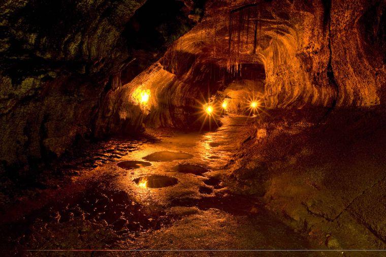 Tunnel Nahuku im Hawaii Volcanoes National Park auf Hawaii.