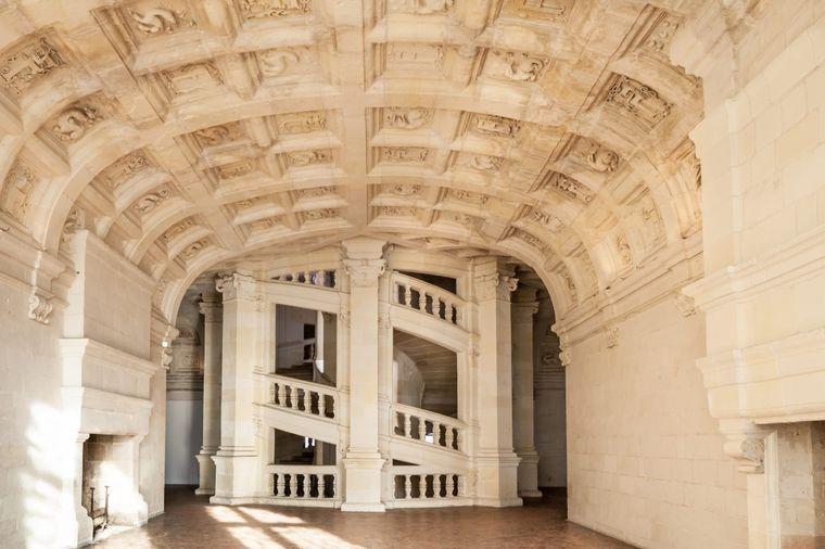 Die besondere Doppelwendeltreppe im Château de Chambord soll auf Entwürfe von Leonardo da Vinci zurückgehen.