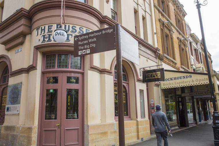 Traust du dich, den alten Seemann in Zimmer 8 im Russell Hotel zu besuchen?