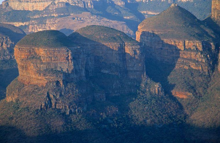 Am Blyde River Canyon findest du die drei Rondavels.