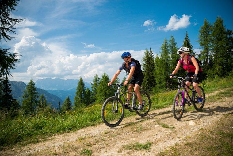 Auf den vielen beschilderten Bikestrecken überwinden Fahrradfahrer Höhenunterschiede von bis zu 1000 Metern.