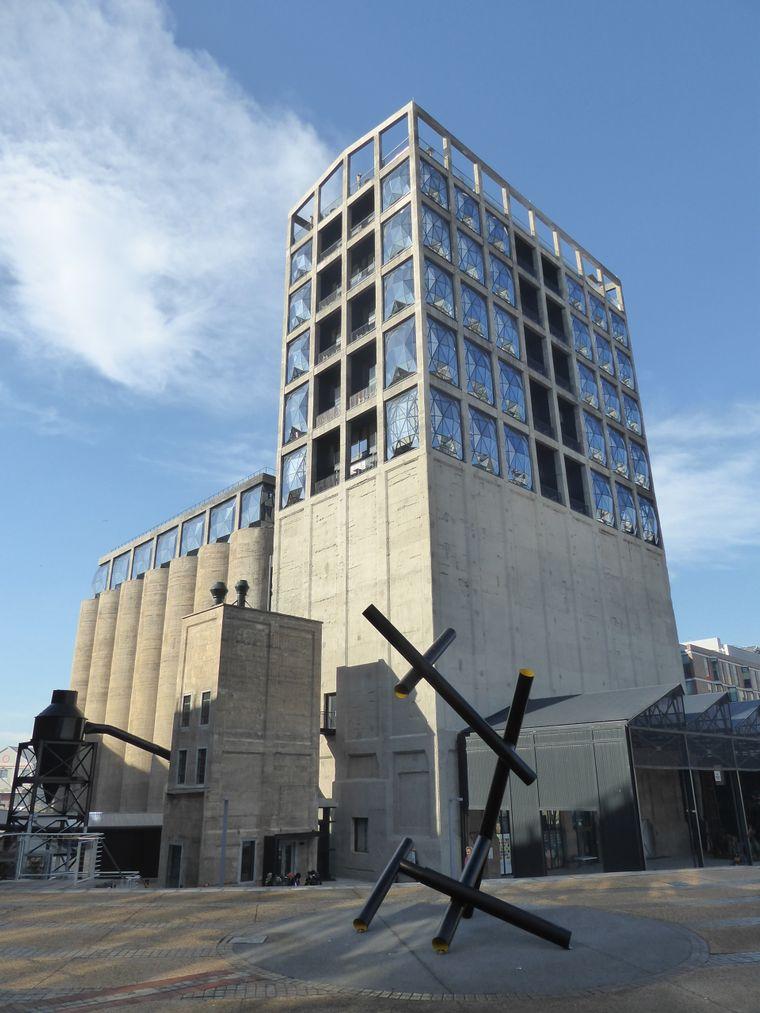 Im historischen Silokomplex an der Victoria & Alfred Waterfront in Kapstadt eröffnet am 22. September Afrikas größtes Museum für zeitgenössische Kunst – das Zeitz MOCAA.