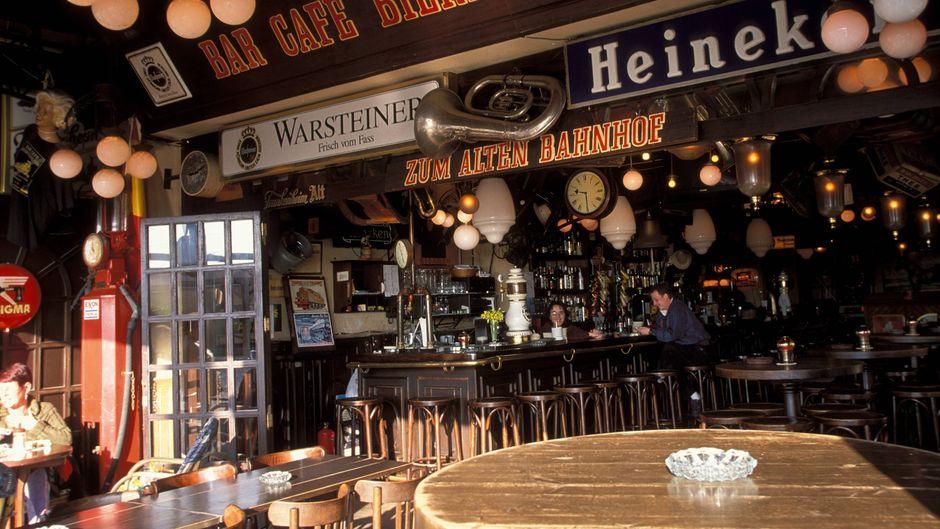 Hier kommt der Bierexpress: In der niederländischen Bar kommen Bier-Liebhaber auf ihre Kosten. Meerblick und gute Stimmung sind inklusive!