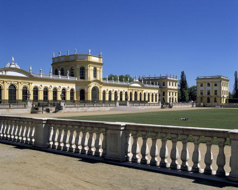 Ausgangspunkt der Planetenwanderung ist das Barockschloss Orangerie im Stadtpark Karlsaue in Kassel.
